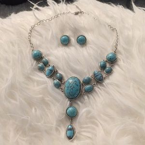 Jewelry - Antique  looking. Necklace earring set👀